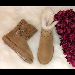 🆕UGG Bailey Button Tehuano Genuine Shearling Boot